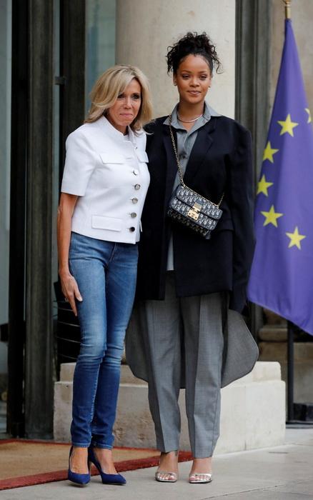 Брижит Макрон и американская певица Рианна.