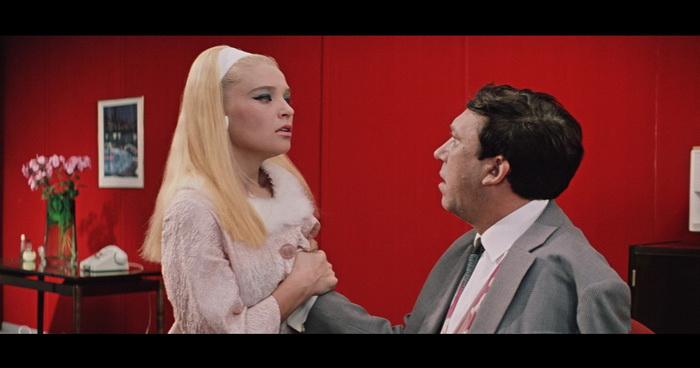 Кадры из комедии Леонида Гайдая Бриллиантовая рука