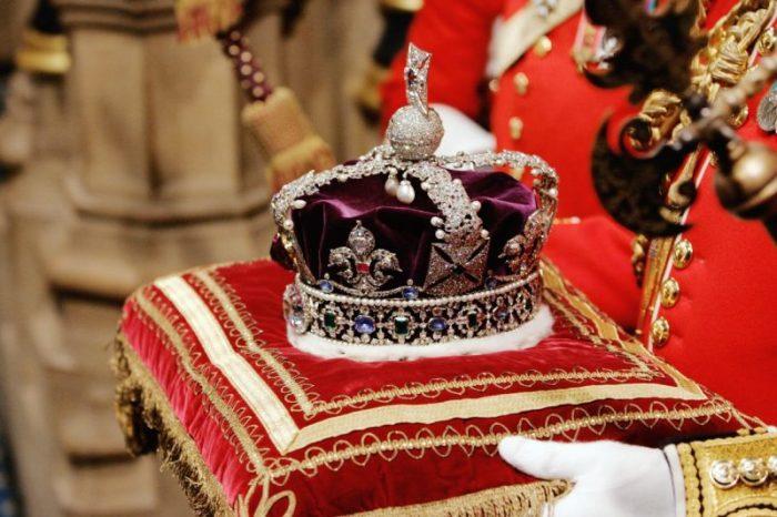 Корона Британской империи на открытии сессии Парламента 6 ноября 2007 года.