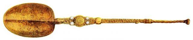Серебряная ложечка для коронации.