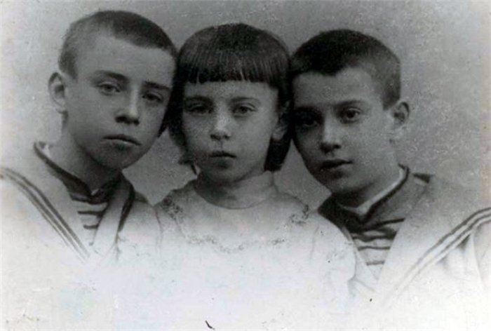 Бронислава с братьями Станиславом и Вацлавом
