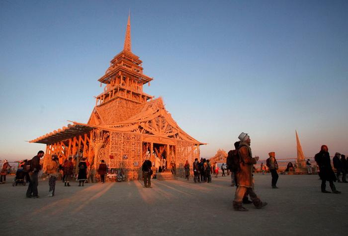 Храм Юноны на ежегодном фестивале Burning Man