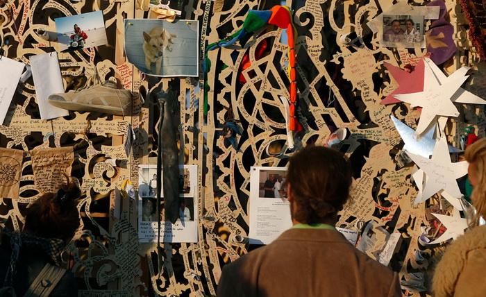 Памятные вещи, развешанные на стенах храма Юноны
