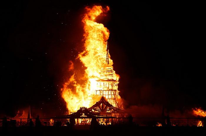 Храм Юноны охвачен огнем