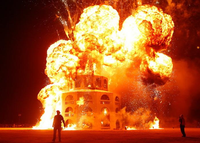 *Огненное* завершение фестиваля Burning Man