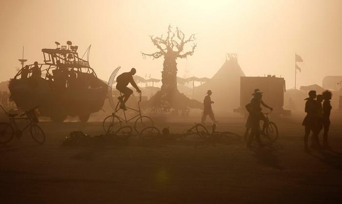Ежегодный фестиваль Burning Man в пустыне Блэк-Рок (штат Невада, США)