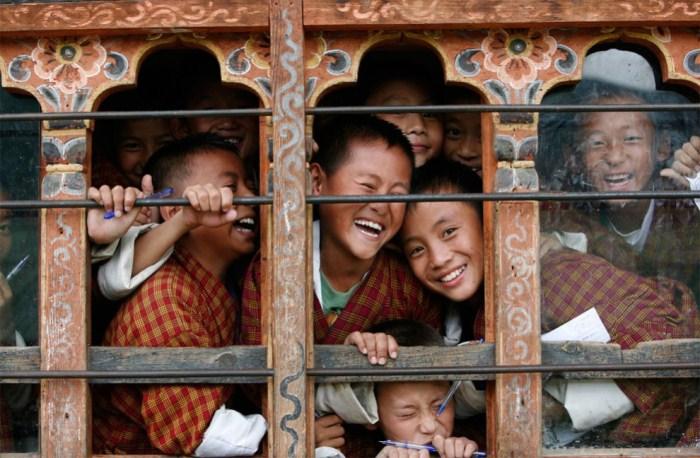 Школьники, увидевшие фотографа