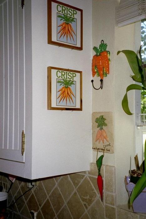 Картины и крючки для одежды в виде моркови
