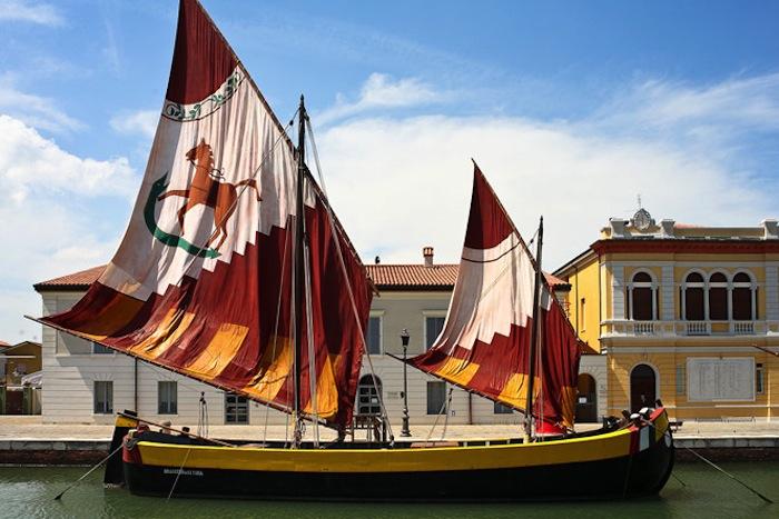 Яркие паруса старинной флотилии