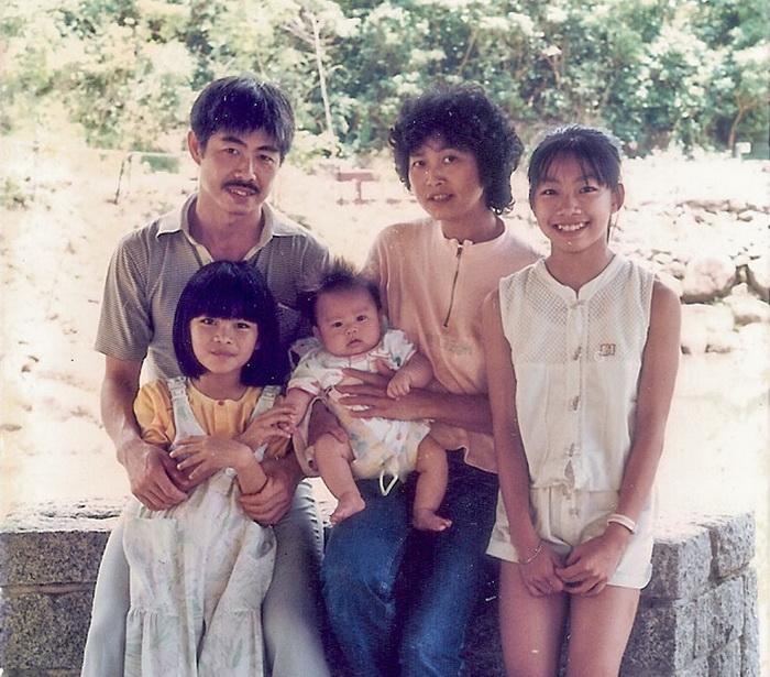 Счастливая семья эмигрантов. Гонконг, 1987 год.