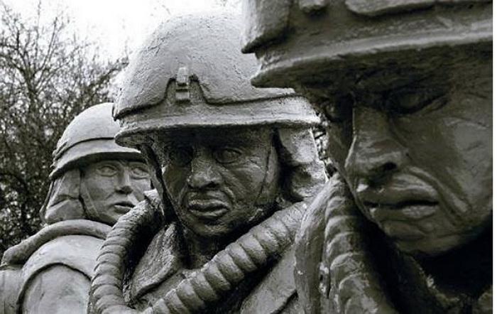 Памятник бесстрашным спасателям