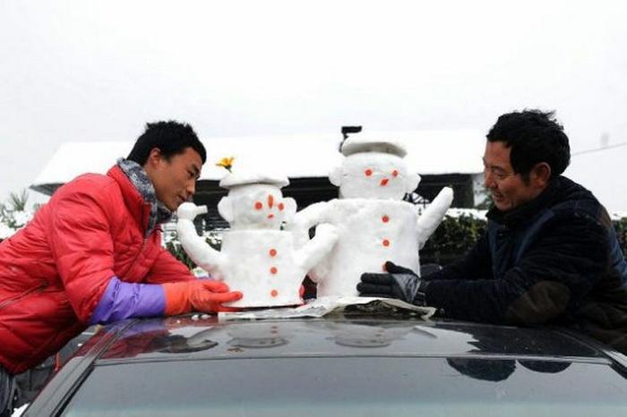 Авторы креативных снежных скульптур