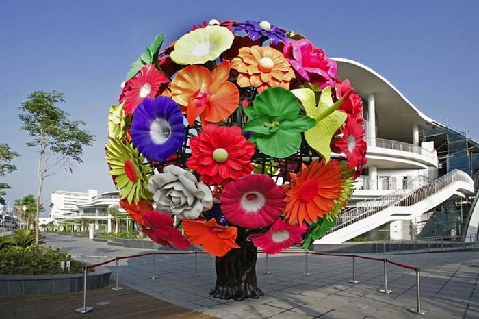 Цветущее дерево. Пластиковая скульптура от Чхве Чон Хва
