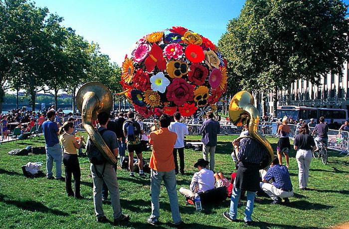 Цветочные деревья от Чхве Чон Хва установлены в Китае, Сингапуре и Франции
