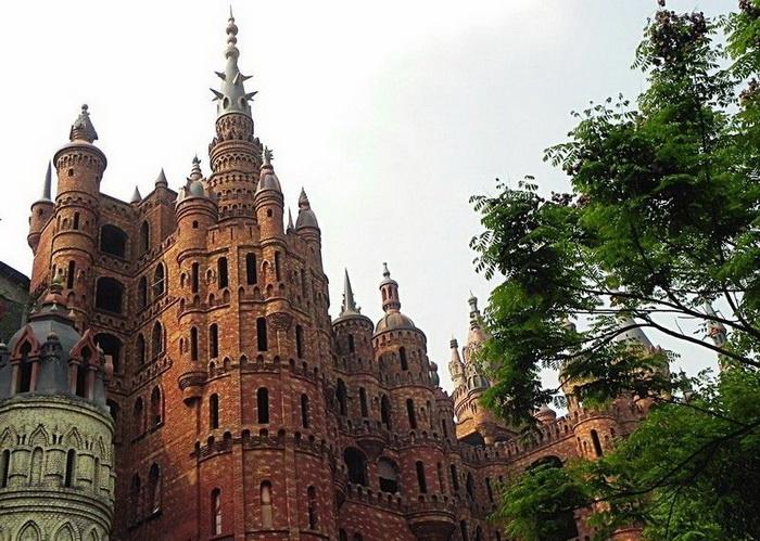 Замок из диснеевского мультфильма об Аладдине