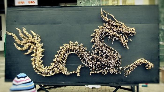 Дракон из палочек для еды: оригинальная реклама кафе Aziatage (Екатеринбург)