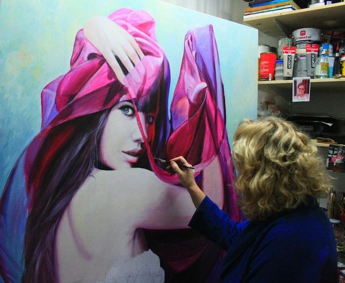 Кристиан Влегелс в процессе работы над одной из своих картин