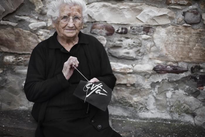 Зия Розария - жительница Чивитакампомарано. Ей 91 год, и она тоже поддерживает фестиваль.
