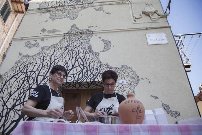 На фестивале работала фуд-зона с национальными блюдами.