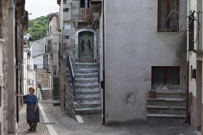 Официально в Чивитакампомарано проживает 400 человек, но на самом деле местных жителей здесь еще меньше.