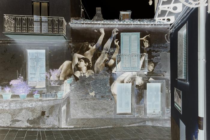 Упругость. Стрит-арт от аргентинского художника Франциско Босолетти.