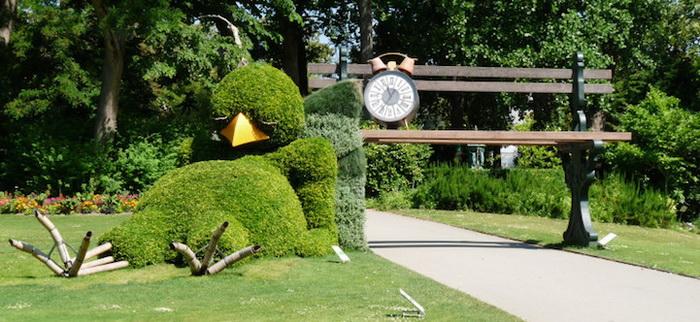 Спящий птенец: зеленая скульптура от Клода Понти (Claude Ponti)