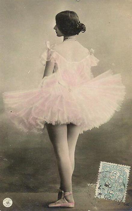Почтовые открытки с изображениями Клео де Мерод