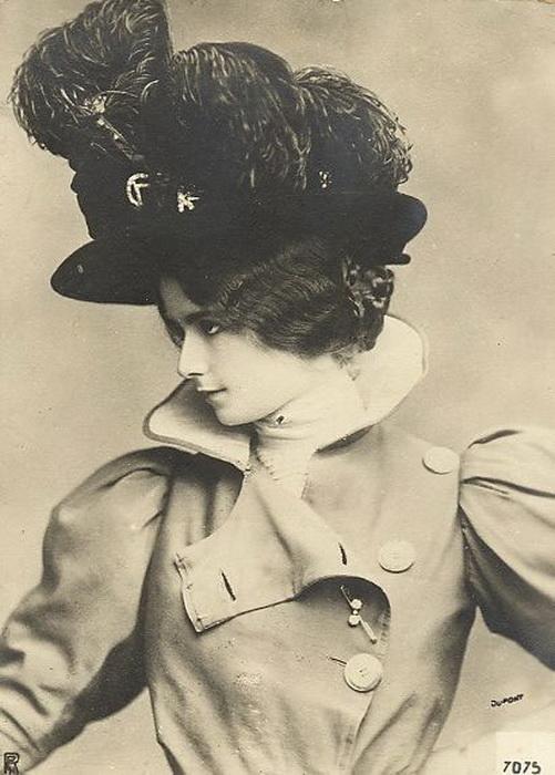 Клео де Мерод с удовольствием позировала для журналов мод