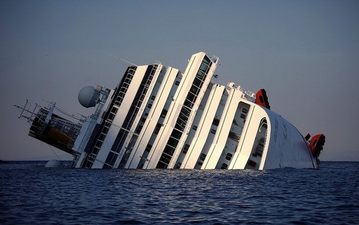 Затонувший лайнер Costa Concordia - итальянская достопримечательность