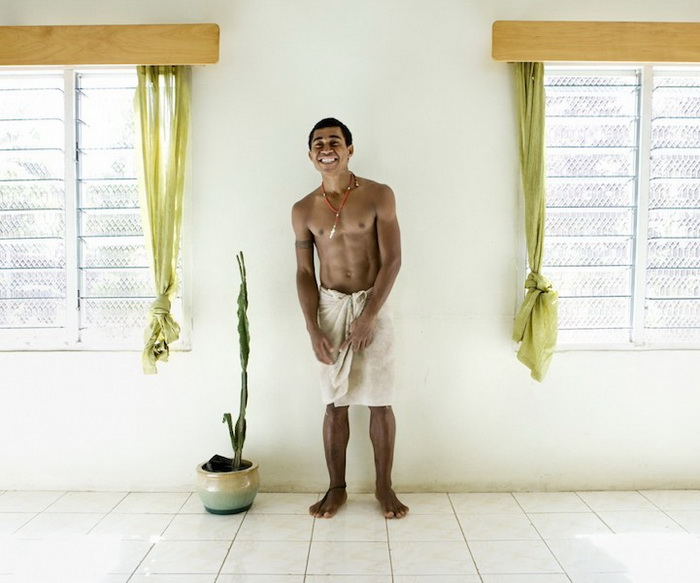 Каучсерфинг: Ratu Saverio Selio Ralulu Nasila, остров Вити-Леву, Фиджи. Фотопроект от Габриэле Глимберти (Gabriele Galimberti)
