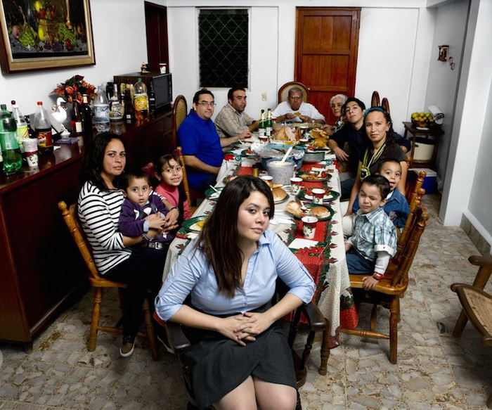 Каучсерфинг: Maria Armas, г. Нопальтепек, Мексика. Фотопроект от Габриэле Глимберти (Gabriele Galimberti)