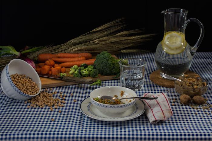 Диета Гвинет Пэлтроу: морковь, брокколи, лук, горох, паштет из орехов и чечевицы, теплая вода с лимоном и/или зеленый чай