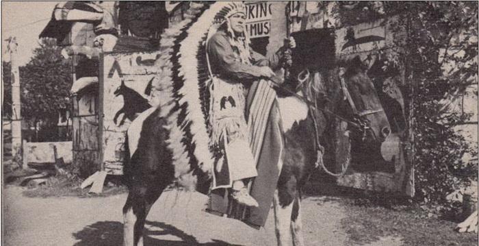 Среди индейцев Иван Даценко получил имя Пронзающий Огонь.