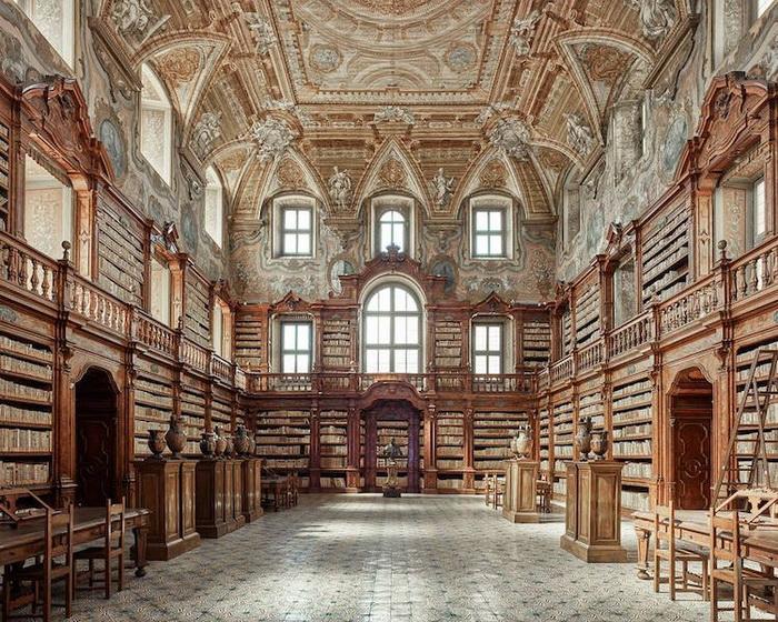 Библиотека, Неаполь, Италия, 2016. Фотоцикл от Давида Бардни (David Burdeny)