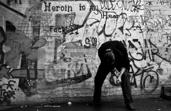 Наркоманы на улицах Праги.