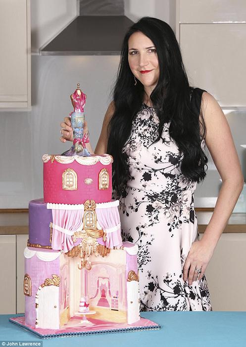 Торт стоимостью 48,5 млн фунтов стерлингов, поскольку покрыт бриллиантами.