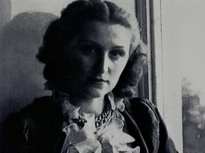 Сдержанный образ Лидии и ее природная красота очаровывали французского живописца