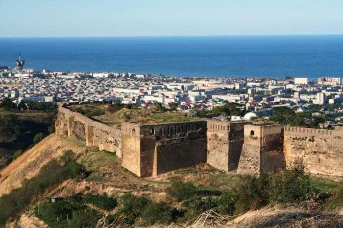 Старинные стены Дербента.