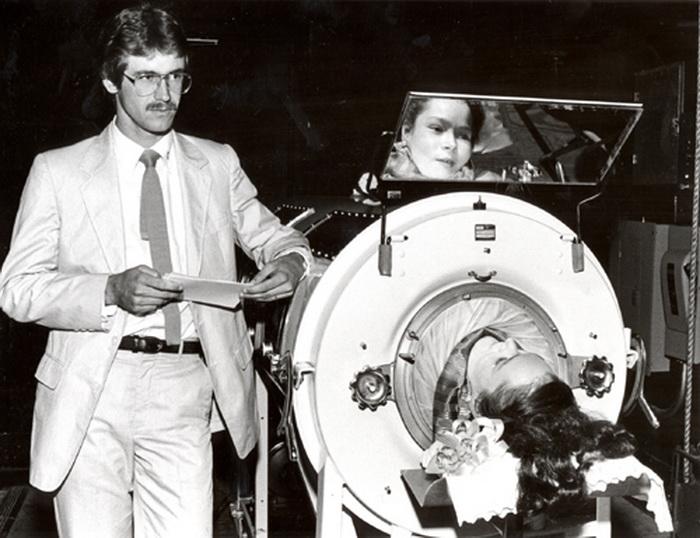 Торжественное вручение университетского диплома Диане Оделл, 1987 год
