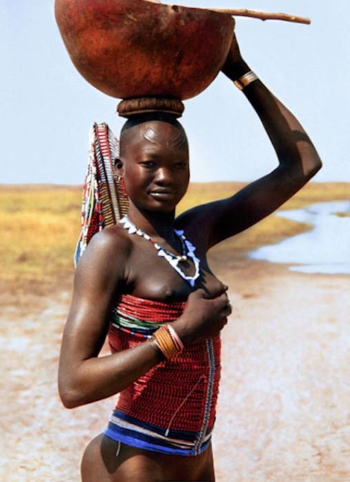 Женщины традиционно носят корсеты, расшитые бисером