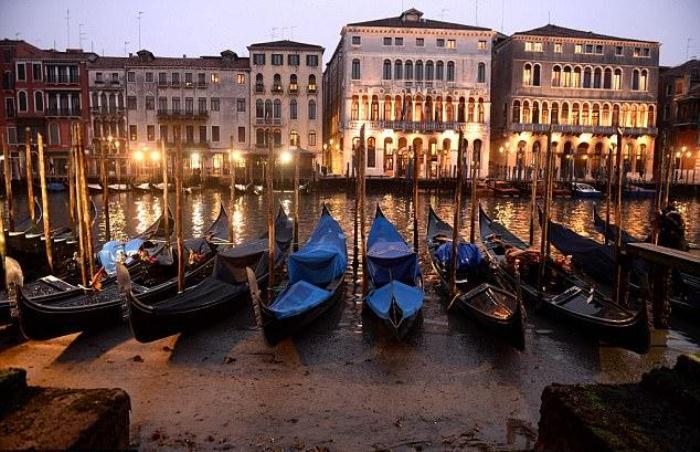 Каналы Венеции без воды - природная аномалия.