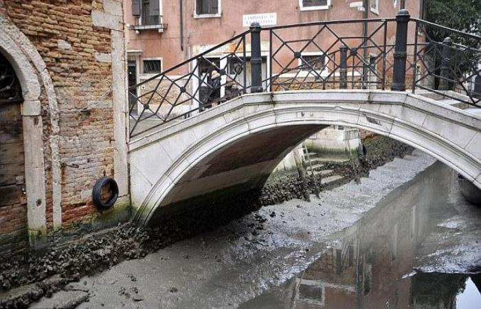 Венецианские каналы без воды - тоскливое зрелище.
