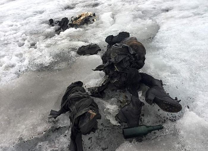 Тела четы Дюмолин на протяжении 75 лет были заморожены во льду.