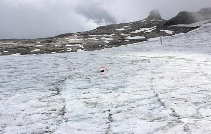 Тела, найденные замерзшими в леднике.