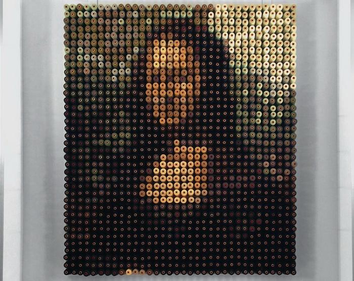 Портрет Моны Лизы из 2156 катушек ниток