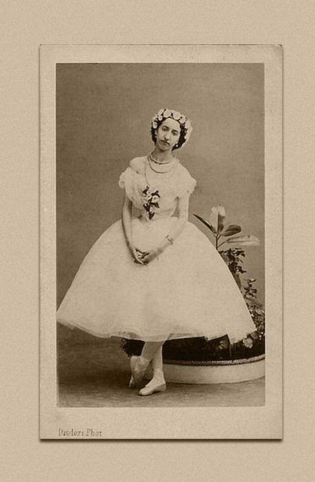 Открытка с изображением Эммы Ливри