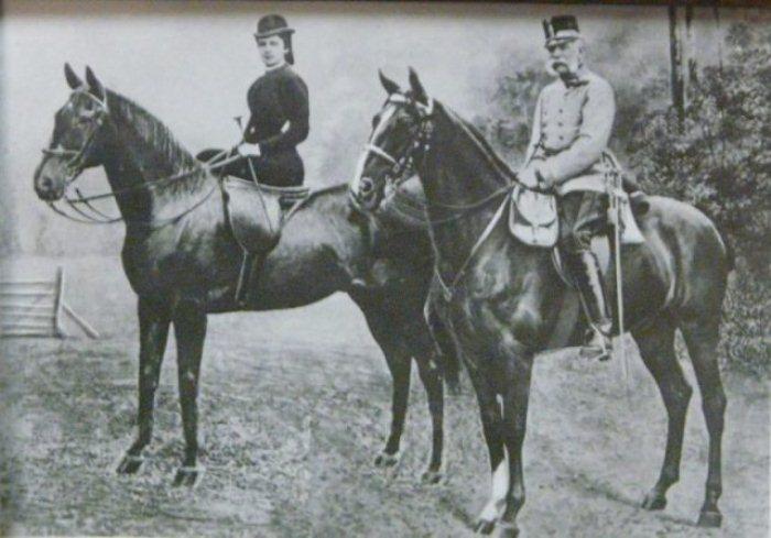 Сисси и Франц Иосиф на конной прогулке.