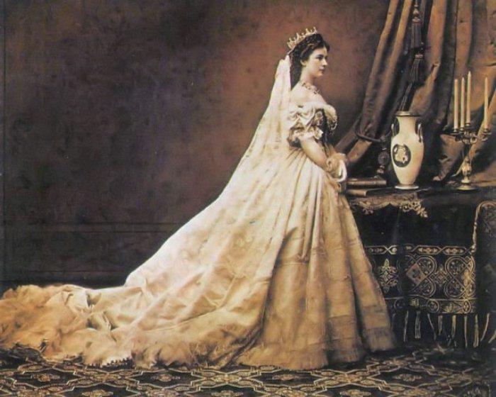 Фотография Елизаветы как королевы Венгрии, 1867 г.