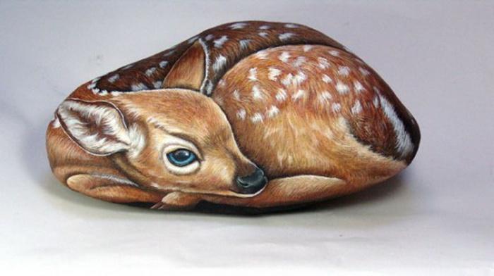 Забавные животные от Эрнестины Галлины. Гиперреалистические рисунки на камнях