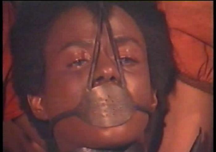 Рабыня Анастасия в маске-наморднике: кадр из сериала
